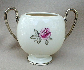 Make sure your browser can show photos and reload this page to see Franciscan China Huntington Rose  Sugar bowl (no lid)