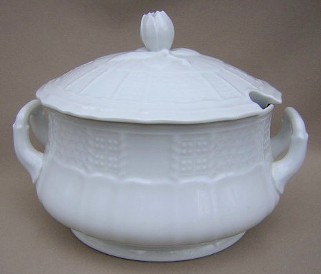 Make sure your browser can show photos and reload this page to see Heinrich / H & C China Chateau Weiss Soup tureen (lid only) and bowl)