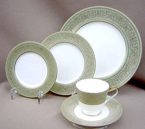 Make sure your browser can show photos and reload this page to see Mikasa China Rosemont A1117 Place setting 5-piece   (dinner, salad, bread