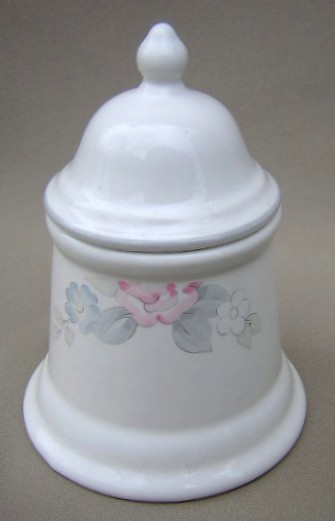 Make sure your browser can show photos and reload this page to see Pfaltzgraff China Wyndham Sugar bowl with lid
