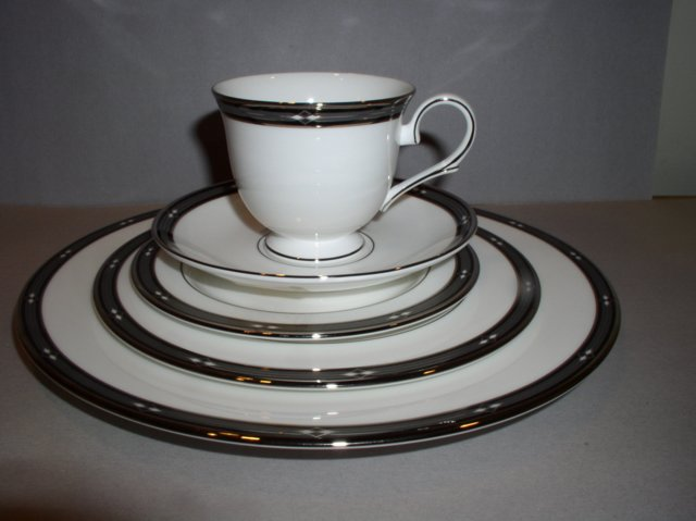 Make sure your browser can show photos and reload this page to see Lenox China Diamond Solitaire Place setting 5-piece