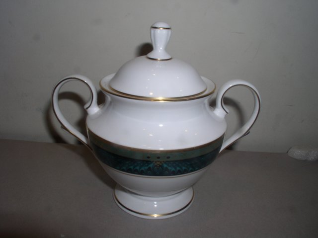 Make sure your browser can show photos and reload this page to see Lenox China Classic Edition Sugar bowl with lid