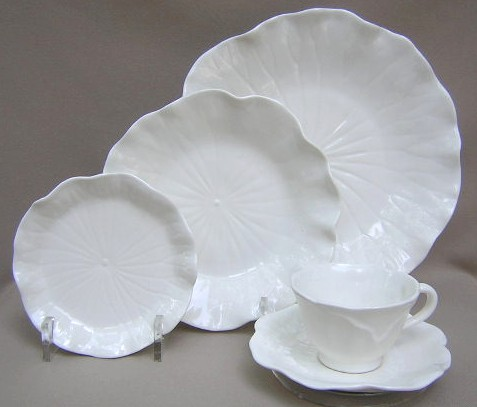 Make sure your browser can show photos and reload this page to see Metlox-Poppytrail-Vernon Pottery Lotus - White Place setting 5-piece  dinner plate, salad plate, bread plate, cup and saucer