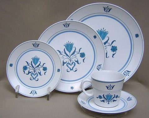 Make sure your browser can show photos and reload this page to see Noritake China Blue Haven 9004 Place setting 5-piece  bb,sp