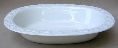 Make sure your browser can show photos and reload this page to see Adams China Della Robia - White Oval vegetable 9 1/8
