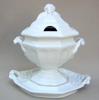 Make sure your browser can show photos and reload this page to see Red-Cliff China Grape [C2]  Sauce boat and stand  No ladle