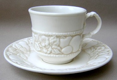 Make sure your browser can show photos and reload this page to see Metlox-Poppytrail-Vernon Pottery Vernon Antiqua Cup and saucer set 3 1/4