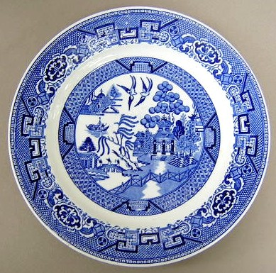 Make sure your browser can show photos and reload this page to see Royal China Japan Blue Willow Dinner plate 9 7/8