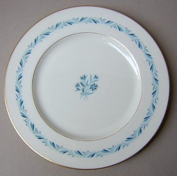 Make sure your browser can show photos and reload this page to see Lenox China Blue Ridge P316 Dinner plate 10 3/8