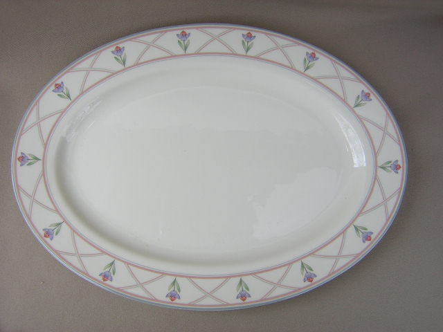 Make sure your browser can show photos and reload this page to see Gorham China Lindsay Platter, medium