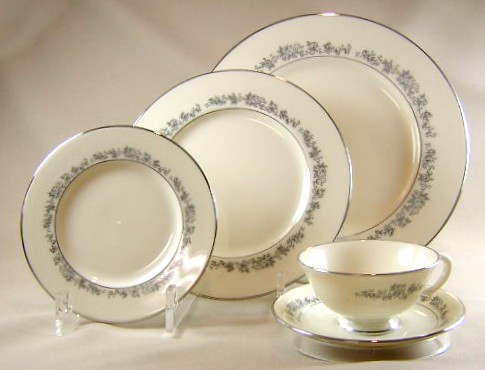 Make sure your browser can show photos and reload this page to see Lenox China Promise Place setting 5-piece  10 1/2