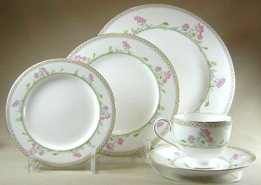 Make sure your browser can show photos and reload this page to see Nikko Dinnerware Lausanne 849 Place setting 5-piece