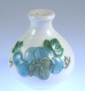 Make sure your browser can show photos and reload this page to see Metlox-Poppytrail-Vernon Pottery Sculptured Grape - Matte Pepper shaker  2 3/4