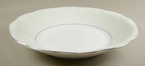 Make sure your browser can show photos and reload this page to see Haviland China Leeds Soup bowl, coupe shape 7 1/2