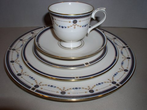 Make sure your browser can show photos and reload this page to see Lenox China Eaton Knoll Place setting 5-piece  --cup,saucer,dinner,salad,B&B plates