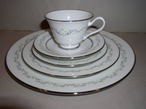 Make sure your browser can show photos and reload this page to see Oxford (Div Of Lenox) China Holyoke Place setting 5-piece  --cup,sau,dinner,salad,B&B plates