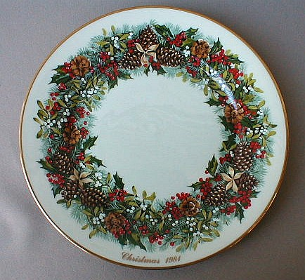 Make sure your browser can show photos and reload this page to see Lenox China Holiday Plates Dinner plate 1981 Virginia, 13 Colonies Colonial Christmas Wreath plates