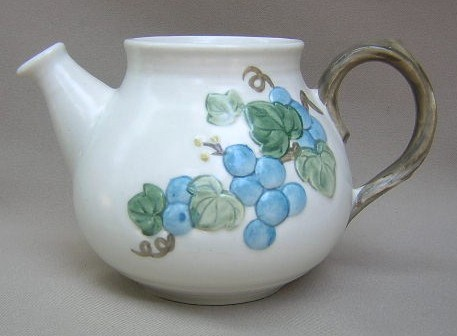 Make sure your browser can show photos and reload this page to see Metlox-Poppytrail-Vernon Pottery Sculptured Grape - Matte Teapot (no lid)   5 1/4