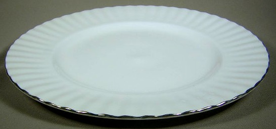Make sure your browser can show photos and reload this page to see Royal Albert China Val D'or Dinner plate 10 1/4