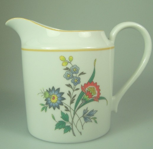 Make sure your browser can show photos and reload this page to see Oscar De La Renta China New Symphony L2081 Creamer