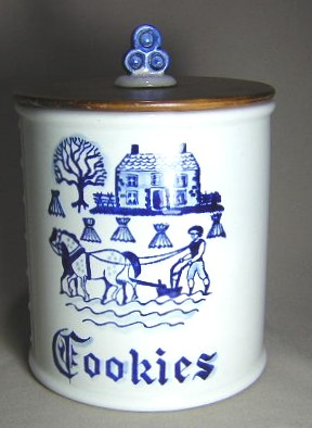 Make sure your browser can show photos and reload this page to see Metlox-Poppytrail-Vernon Pottery Provincial Blue - Rim Cookie jar & lid