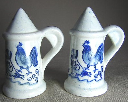Make sure your browser can show photos and reload this page to see Metlox-Poppytrail-Vernon Pottery Provincial Blue - Rim Salt and Pepper set