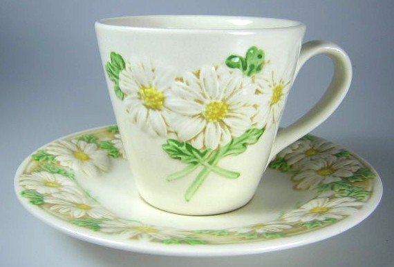 Make sure your browser can show photos and reload this page to see Metlox-Poppytrail-Vernon Pottery Sculptured Daisy - Matte Cup and saucer set 3
