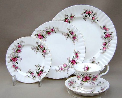 Make sure your browser can show photos and reload this page to see Royal Albert China Lavender Rose Place setting 5-piece  some pieces gently used