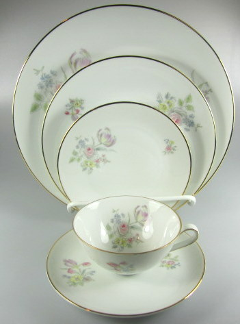 Make sure your browser can show photos and reload this page to see Hutschenreuther China Augsburg 8711 Place setting 5-piece   Dinner, salad, bread, cup & saucer