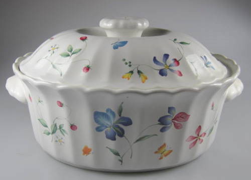 Make sure your browser can show photos and reload this page to see Mikasa China Sorrento CAJ09 Covered veg, (oval) 9 1/2
