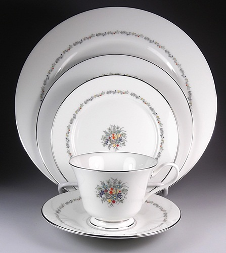 Make sure your browser can show photos and reload this page to see Oxford (Div Of Lenox) China Carlyle Place setting 5-piece  dinner plate, salad plate, cup & saucer set, bread & butter plate