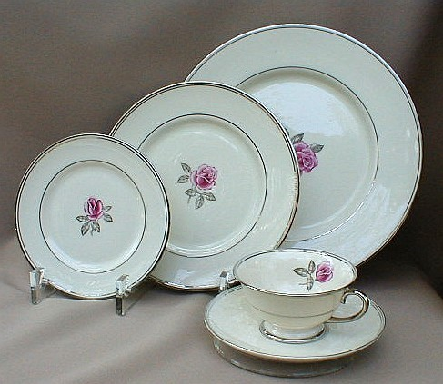 Make sure your browser can show photos and reload this page to see Franciscan China Huntington Rose  Place setting 5-piece