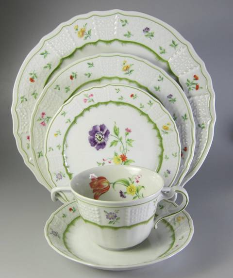 Make sure your browser can show photos and reload this page to see Heinrich / H & C China Chambord Place setting 5-piece   Includes 10