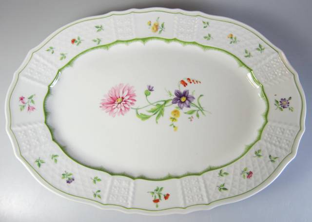 Make sure your browser can show photos and reload this page to see Heinrich / H & C China Chambord Platter, medium 12 3/4'