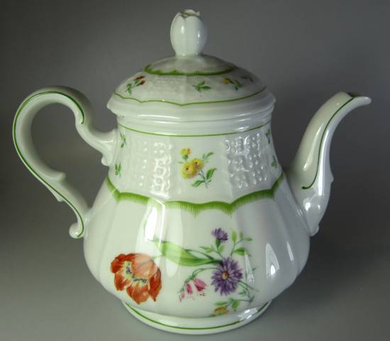Make sure your browser can show photos and reload this page to see Heinrich / H & C China Chambord Teapot and lid  4 cup