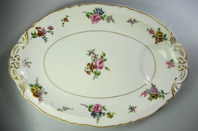 Make sure your browser can show photos and reload this page to see Haviland China Chantilly Platter, medium French; 14