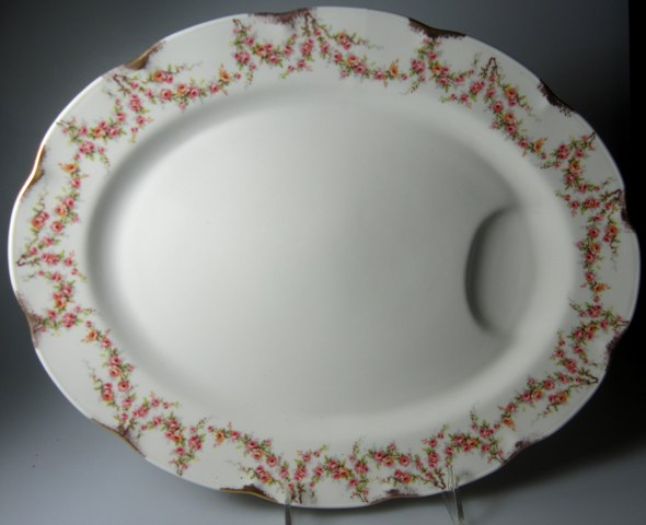 Make sure your browser can show photos and reload this page to see Haviland China Varenne Platter, medium (NY American);14 1/8