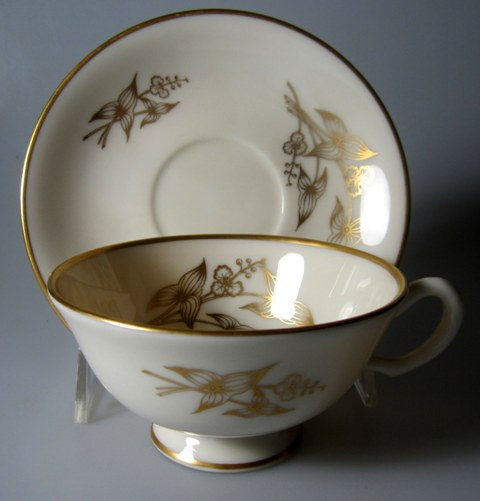 Make sure your browser can show photos and reload this page to see Lenox China Arrowhead T422 Cup and saucer set 4