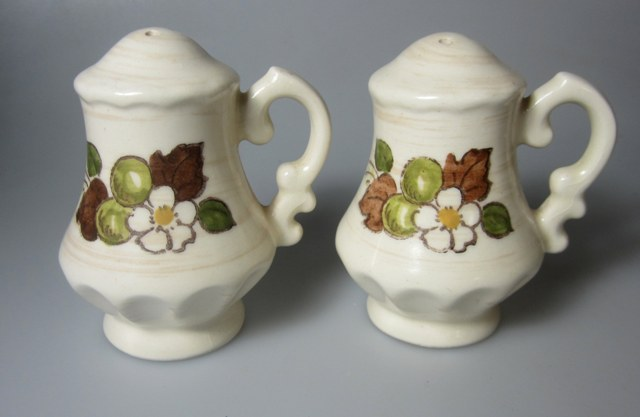 Make sure your browser can show photos and reload this page to see Metlox-Poppytrail-Vernon Pottery Fruit Basket Salt and Pepper set