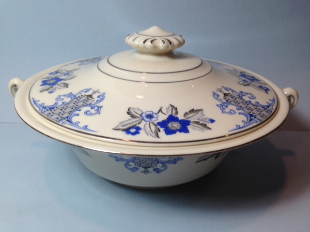Make sure your browser can show photos and reload this page to see Syracuse China Lady Mary Covered veg, (round) --8 3/4