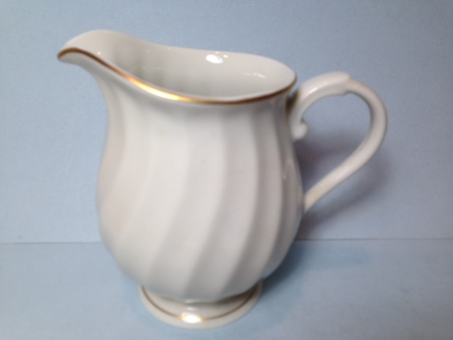 Make sure your browser can show photos and reload this page to see Syracuse China Debonair Creamer