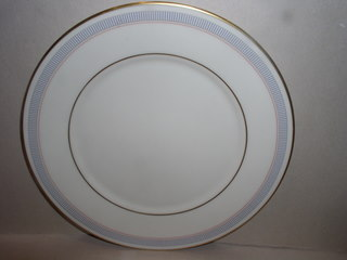 Make sure your browser can show photos and reload this page to see Lenox China Biltmore Dinner plate --utensil marks