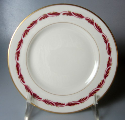 Make sure your browser can show photos and reload this page to see Franciscan China Arcadia - Maroon Bread and butter plate   6 1/4
