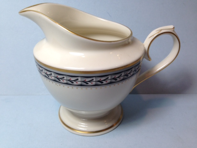 Make sure your browser can show photos and reload this page to see Lenox China Laurenwood Place Creamer