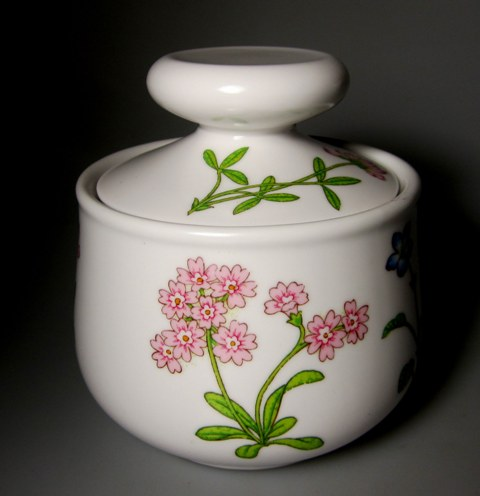 Make sure your browser can show photos and reload this page to see Noritake China Petals Plus 9071 Sugar bowl with lid