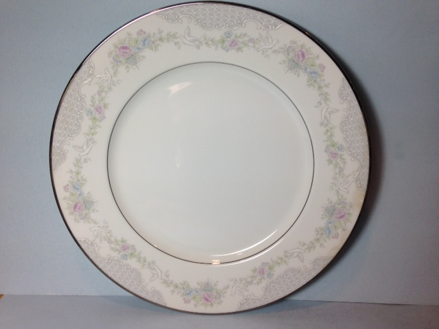 Make sure your browser can show photos and reload this page to see Lenox China Rosamond Dinner plate