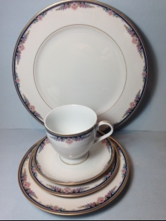 Make sure your browser can show photos and reload this page to see Gorham China Gorham Chantilly Place setting 5-piece