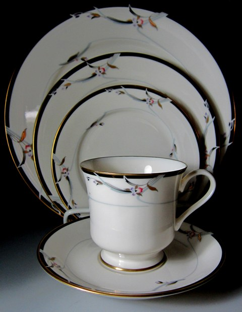 Make sure your browser can show photos and reload this page to see Gorham China Manhattan Place setting 5-piece   dinner,salad,bread, cup & saucer